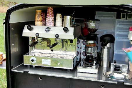Café-linO - hochwertige Fracino-Siebträgermaschine an Bord
